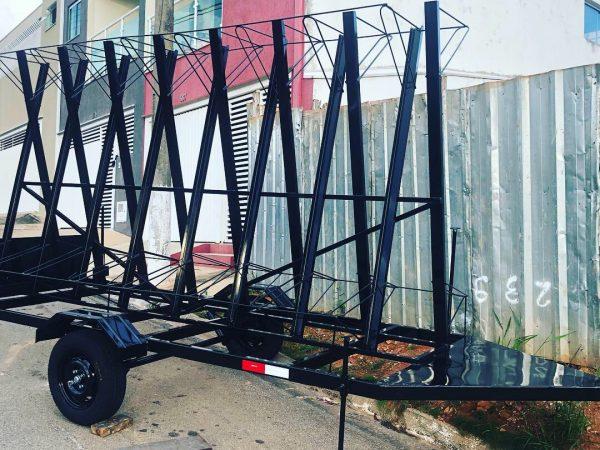Carreta para transporte de 20 bicicletas s/ baú